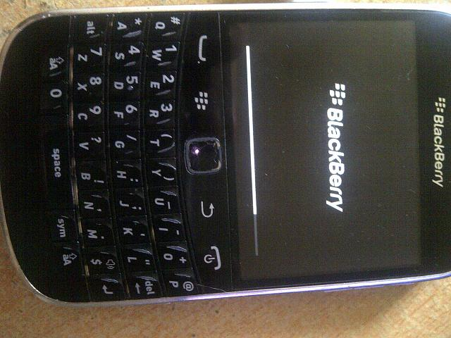 My Blackberry Bold 9900 is stuck on the loading screen!-img-20140801-00002.jpg