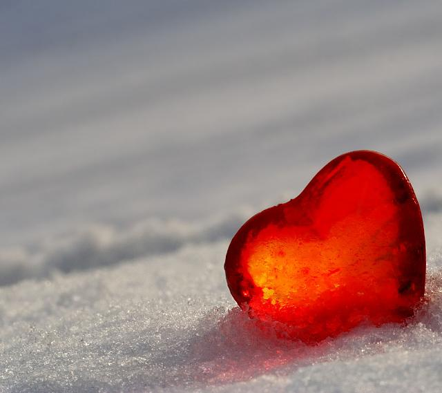 Galaxy S III stock wallpaper-heart-snow-wallpaper.jpg