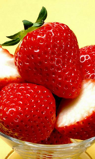 Share your favorite wallpapers-strawberries-wallpaper.jpg