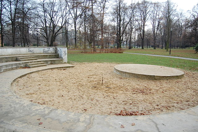 Sandboxing - Why it doesn't Exist in BB10 - or Anywhere Else-640px-sandbox_komenskeho_sady_ostrava_czech_republic_2.jpg