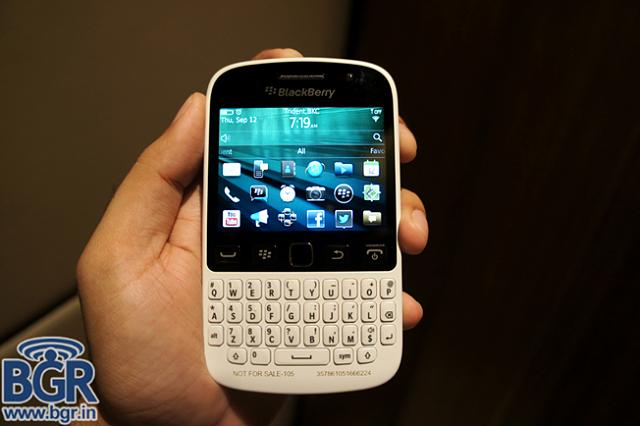 BlackBerry 9720 hands-on and