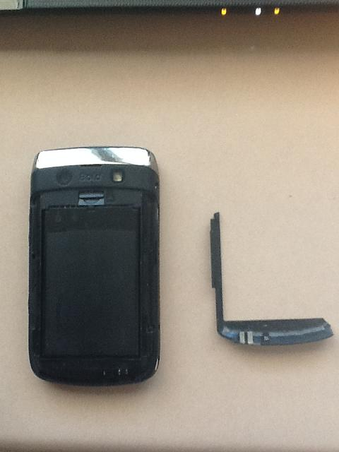 I threw my Blackberry Bold 9700 on the ground. My BlackBerry Bold 9700 Bottom Antenna - OEM came off-photo-1-.jpg