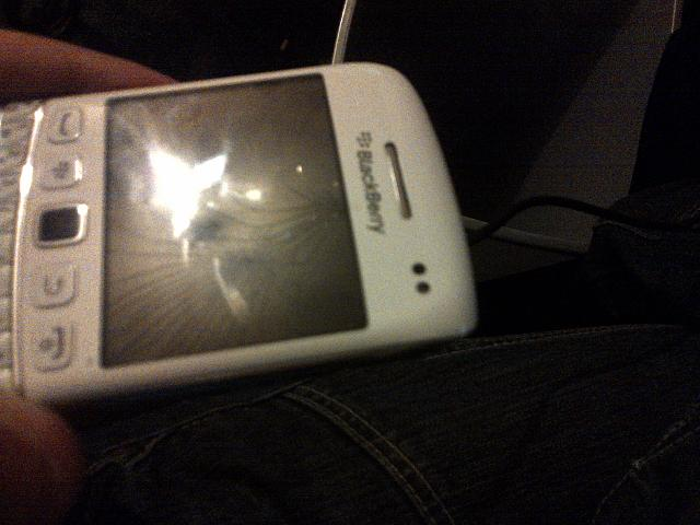 Broke my screen but unsure what to replace Help!-img-20121114-00061.jpg