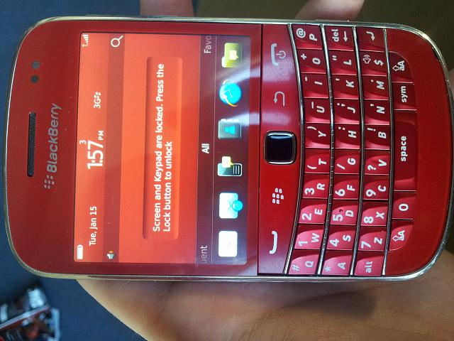 finally changed my housing  modelling my blackberry 9900 RED! :)-20130115_135743.jpg