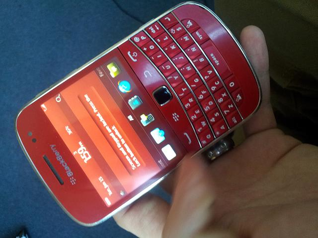 finally changed my housing  modelling my blackberry 9900 RED! :)-20130115_135909.jpg