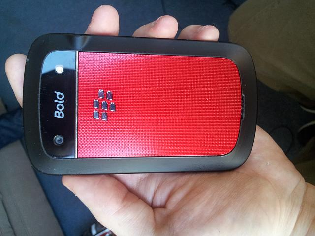 finally changed my housing  modelling my blackberry 9900 RED! :)-20130115_135847.jpg