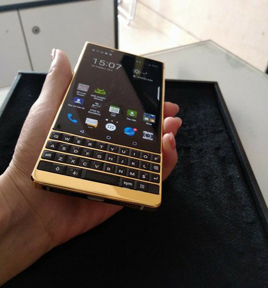 Gold KEY2 - Hot or not ?-blackberry-key2-gold-5.jpeg