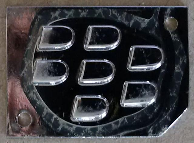 BlackBerry Logo already coming off?-softpouch_metalpart.jpg