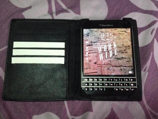 BlackBerry Passport available in PH, Php 32,000-image-b459c2194cc209a4d78e157a820ab45cc1dfc15b14b7093b31112fbd6f902f53-v.jpg