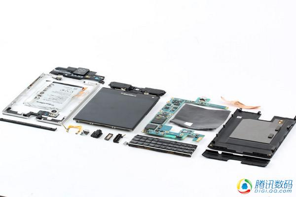 Why didn't BlackBerry add a fourth row to the Passport?-blackberry-passport-teardown-12.jpg