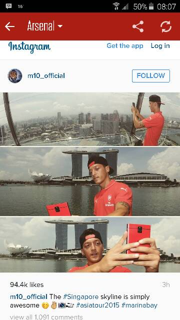 Any Arsenal fans out there? Check out Ozil's phone-3455.jpg