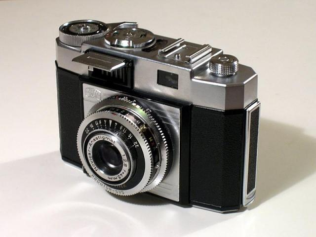 Am I the only one who hates the Silver Edition?-1024px-old_camera-whole.jpg