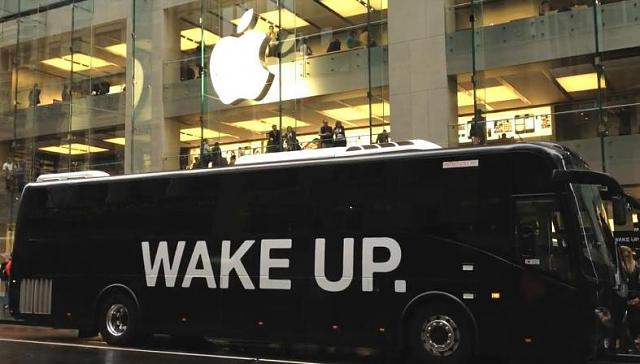 Left Apple Geniuses impressed-wake-up-bus-apple-store.jpg