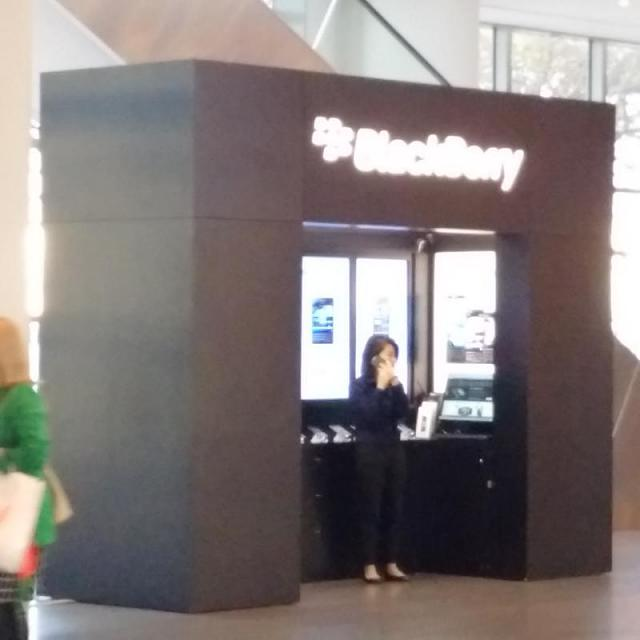Do BlackBerry have a actual store you can visit here in the U.S?-img_20161115_153902.jpg