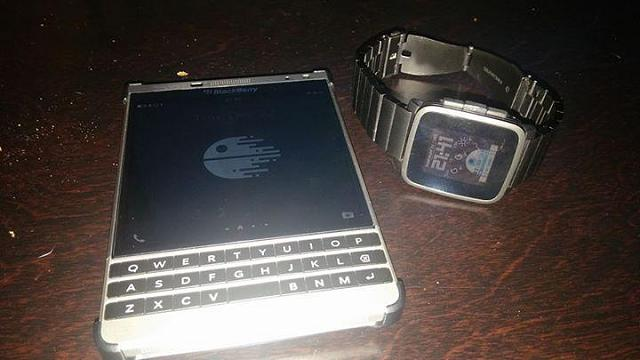 What are our options for a smartwatch to use with BlackBerry Passport SE?-face10_cc.jpg