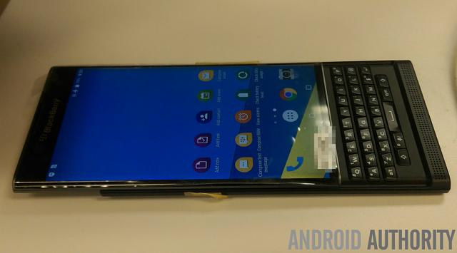 Does the slider have a curved screen?-blackberry-venice-side-view.jpg