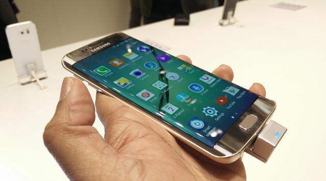 Does the slider have a curved screen?-samsung-galxy-s6-galaxy-s6-first-impressions.jpg