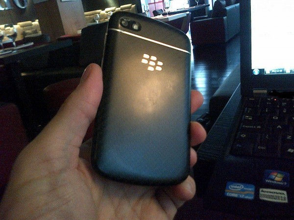 Leak Image Blackberry 10 N Series First Front/Back/Cover  Image-150912zaf90nhp6ef90n44.jpg