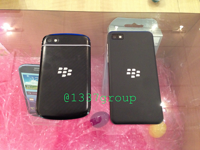 NEW Q10 PHOTOS! BlackBerry Q10 vs. Z10 size comparison-img_1227.png