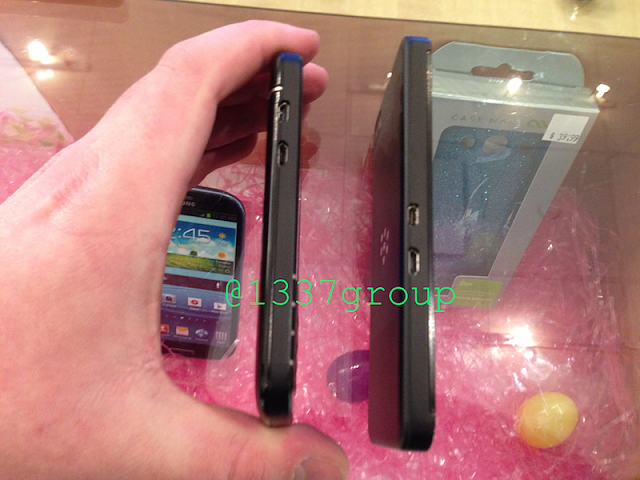 NEW Q10 PHOTOS! BlackBerry Q10 vs. Z10 size comparison-img_1231.png