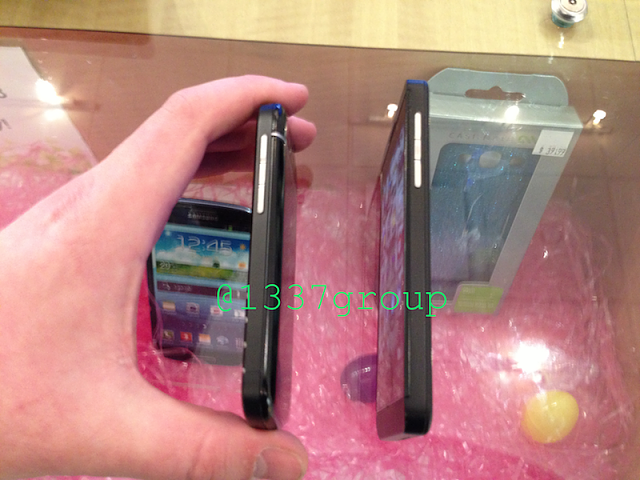NEW Q10 PHOTOS! BlackBerry Q10 vs. Z10 size comparison-img_1233.png