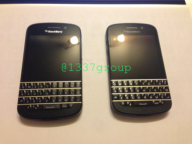 NEW Q10 PHOTOS! Carbon Weave backplate vs. Rubberized backplate-img_1297.png