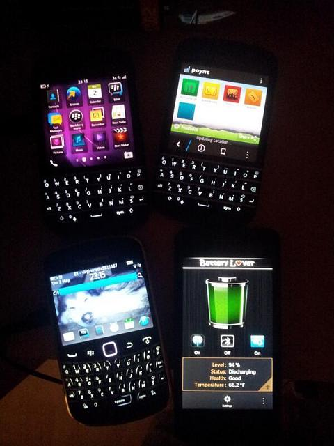 Anyone have pics of Q10 screen and keypad on in the dark ...
