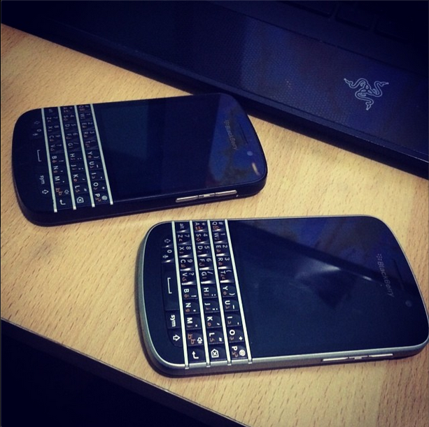 BlackBerry Q10 Silver Bezel ( Disassembly ) - BlackBerry Forums at