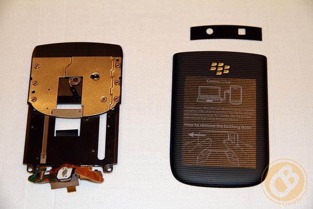 My camera is covered by the casing-blackberry-torch-9800-teardown-2.jpg