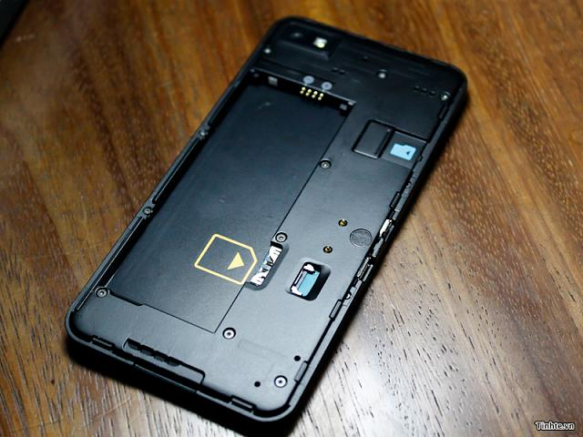 Z10 SIM Card-bb10l7.jpg