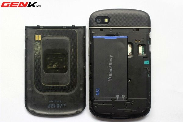 Will z10 have batteries which are 2100 mAh-blackberryq10rubberizedback4.jpg