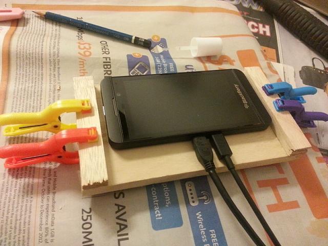 L'écosystème BlackBerry 10 est l'un des rares systèmes, voire peut-être même le seul, qui permet d'installer des applications qui ne lui sont pas natives. Depuis la mise à jour , l'Amazon Appstore est intégré par défaut sur les terminaux et permet de bénéficier d'un catalogue supplémentaire d'applications Android.