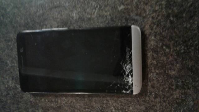 Shattered my screen, won't turn on! What now?-207.jpg