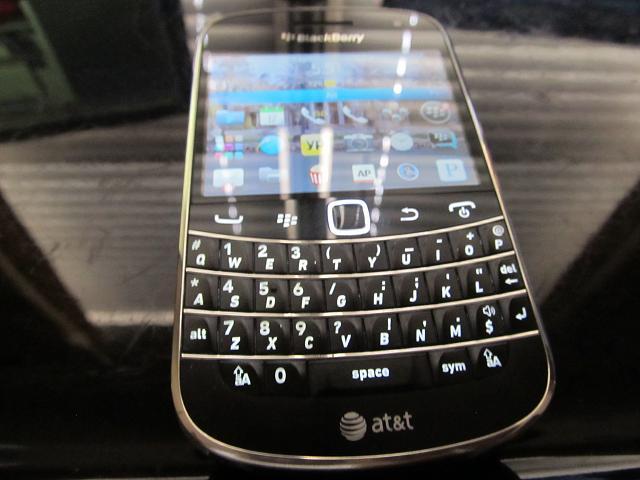 WTS Bold 9900 Locked to ATT-img_0762.jpg