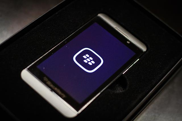 FS - BlackBerry Z10 Unlocked - Press Edition-img_9757.jpg