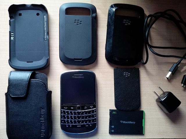 FS:  BlackBerry Bold 9900 - Unlocked - Used - with Power Case!-bb9900.jpg
