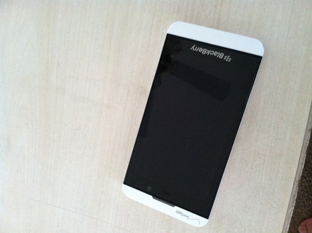 blackberry z10 white verizon - photo #34