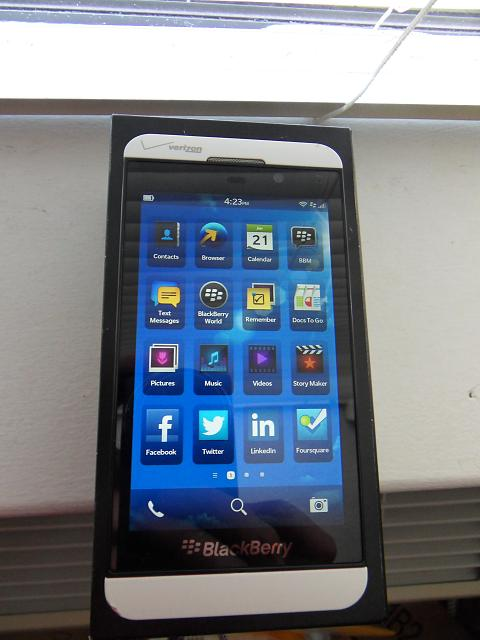 blackberry z10 white verizon - photo #7