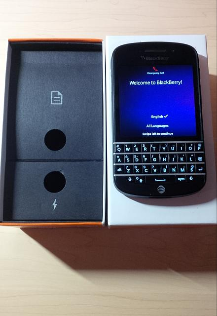 MInt Condition Week Old AT&T Blackberry Q10 (SQN 100-1) With