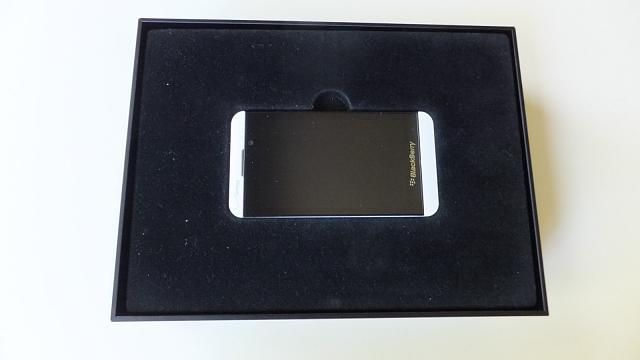 White Z10 Verizon factory unlocked - Reviewers edition box + bonus extras-white-z-10-box.jpg