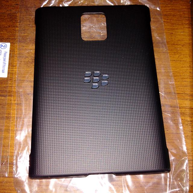 Brand New OEM BlackBerry Passport Hard Shell Case-img_20141015_000217.jpg