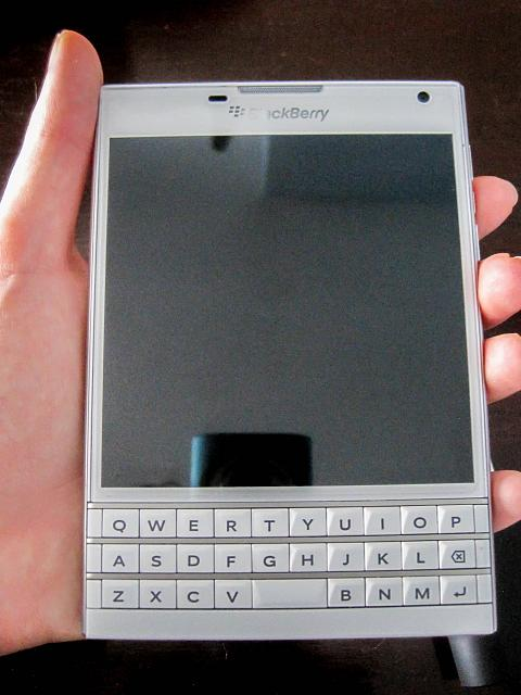 Bd C Be C together with D T Klondike Solitaire Free Patience Card Game Universal further D T Blackberry Porsche Design Clock Bar Img in addition D T Wts Blackberry Passport White Img furthermore Ee Ea Bb. on showthread
