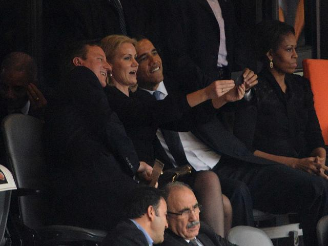 "Obama ""selfie"" with a BlackBerry Z10 or do my eyes decieve me?-barack-obama-selfie.jpg"