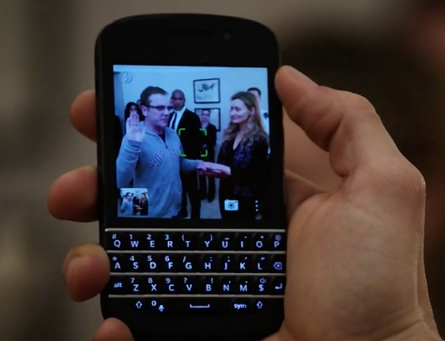 Heavy BlackBerry 10 Product Placement on Designated Survivor-screenshot-2016-09-22-22.34.47.png