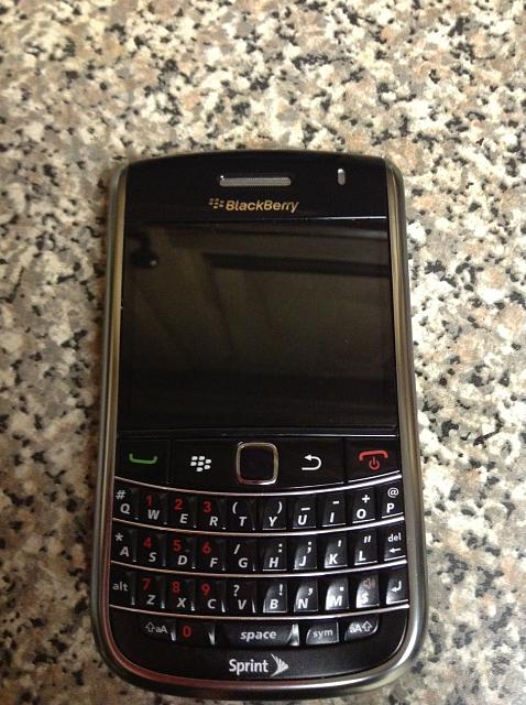 WTS: BlackBerry Bold 9650-front-off.jpg