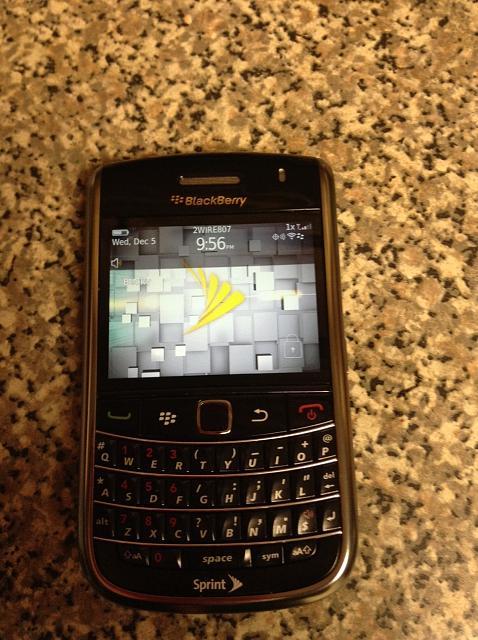 WTS: BlackBerry Bold 9650-front-.jpg