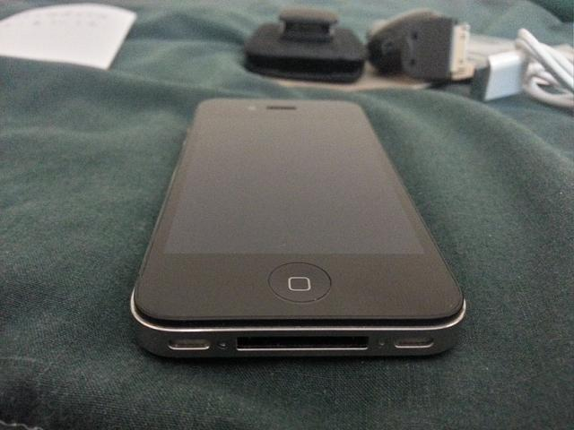 FS: Verizon iPhone 4 32gb Black w/ extras-20121230_235246_hdr.jpg