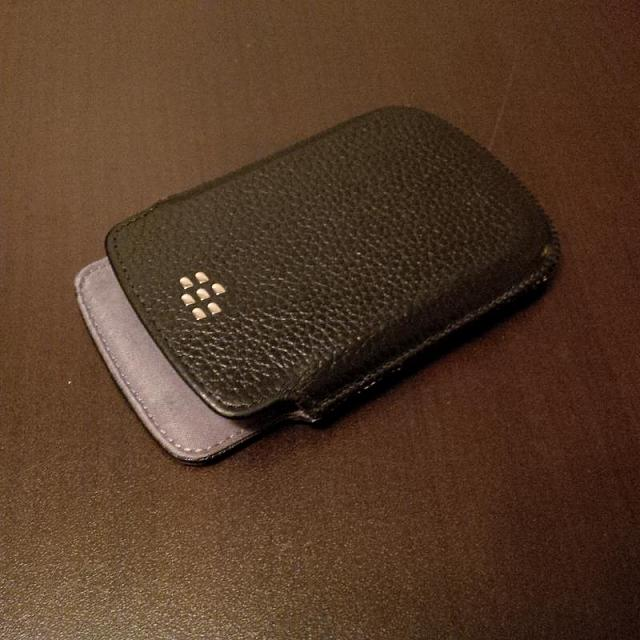 WTS: BlackBerry 9900 leather pouch (black)-img_00000032.jpg