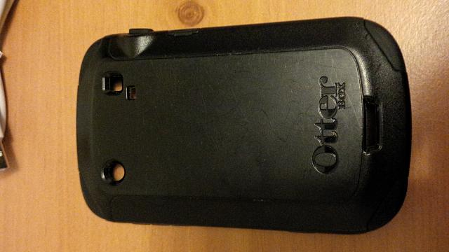 Unlocked Bold 9900 (White) with Otterbox-img_00000048.jpg
