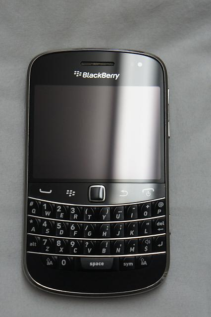 MINT Blackberry Bold 9900 - [Unlocked] + Accessories-dsc08558.jpg